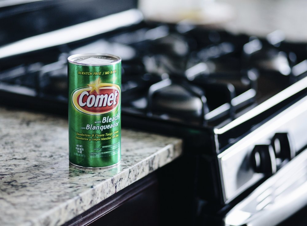 Comet cleaner on kitchen counter close to a stove. The Creative Gentleman created this image for Comet as part of the Comet Clean campaign.