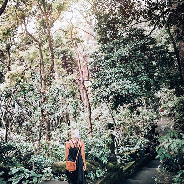 @jillematthews in Bali with our crossbody purse is giving us all the travel feels ✨ Follow her at @suttonandgrove for tips on traveling while living + shopping consciously 💛