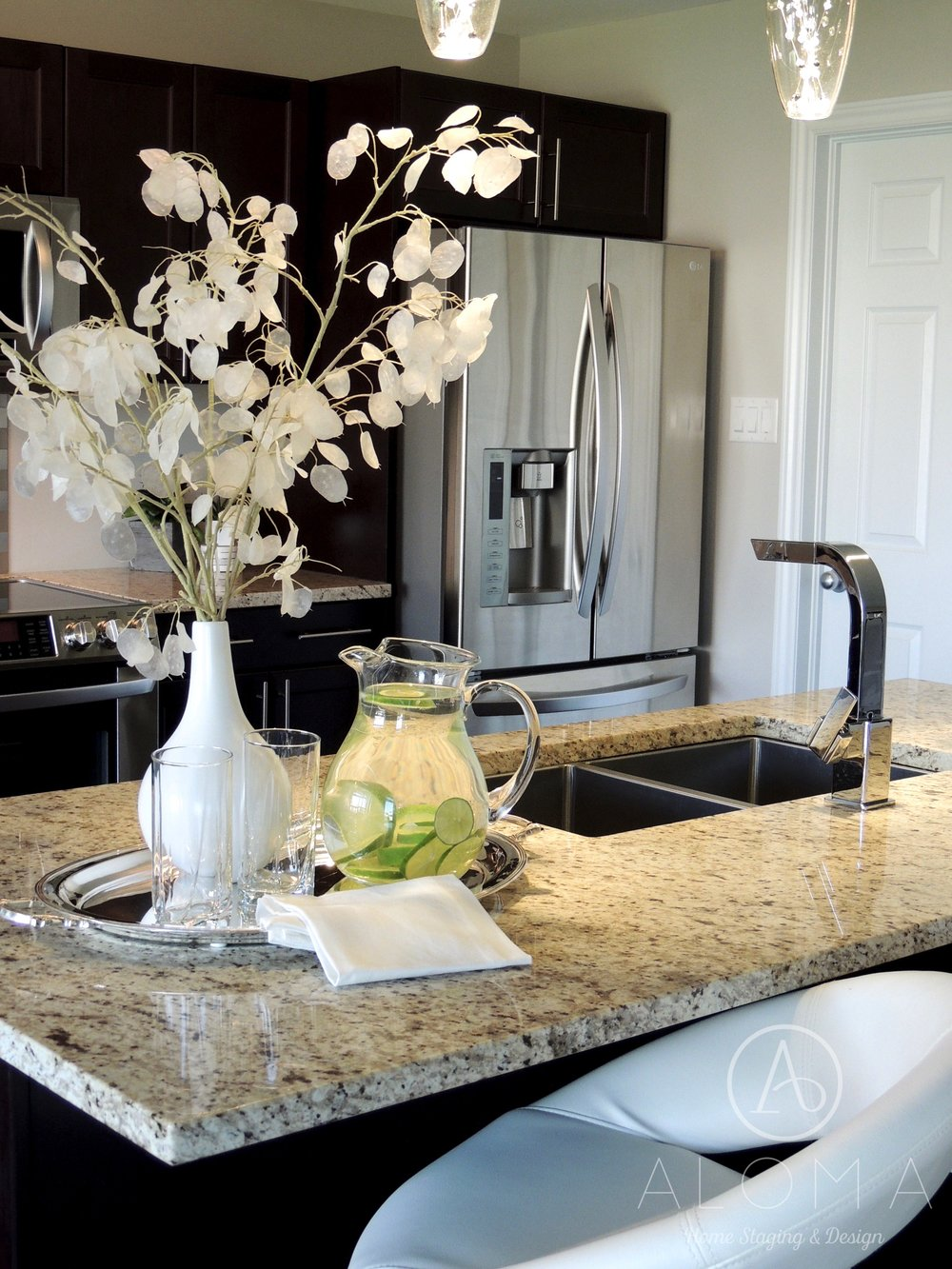 Kitchen design by Aloma Home Staging & Design