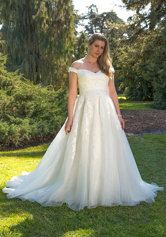 Venus Bridal VW8771  size 24           Call for Pricing