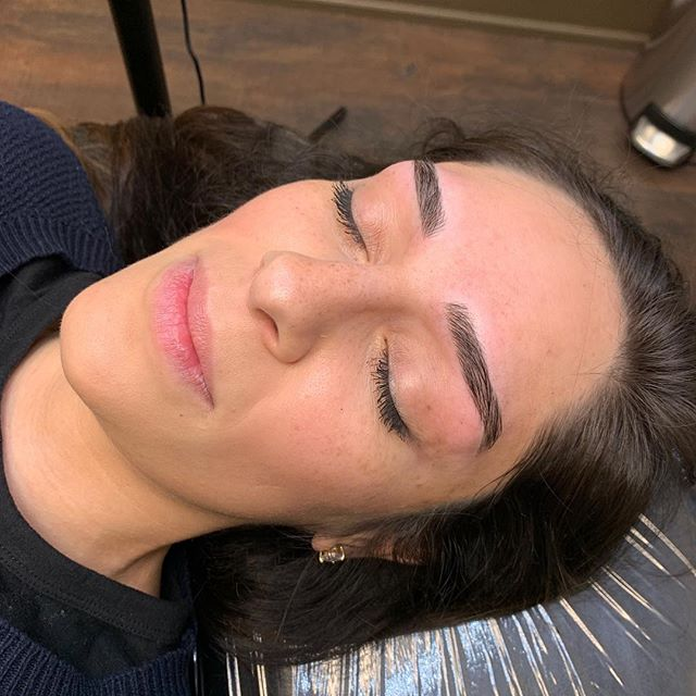 Kendall Jenner style straight brows 😍 . . . . . . . . #permanentmakeup #microblading #ombrebrows #combobrows #microshading #makeup #permablend #bayarea #fremont #sanjose #browsworldwide #archaddicts #brows