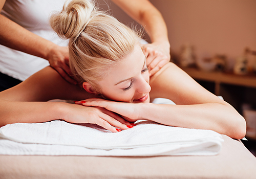 woman receiving a 30 minute express massage at bangkok day spa