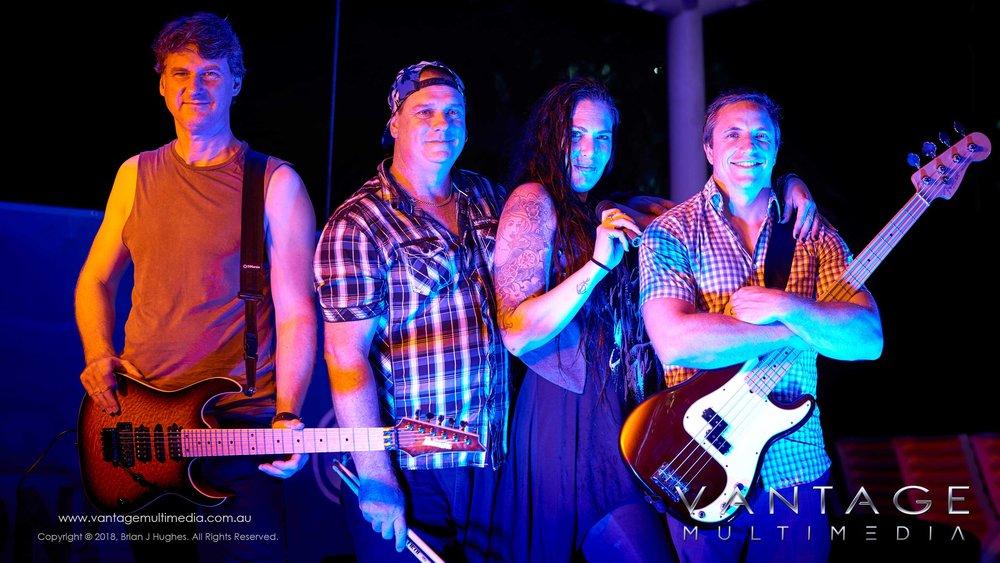 Band-V.jpg