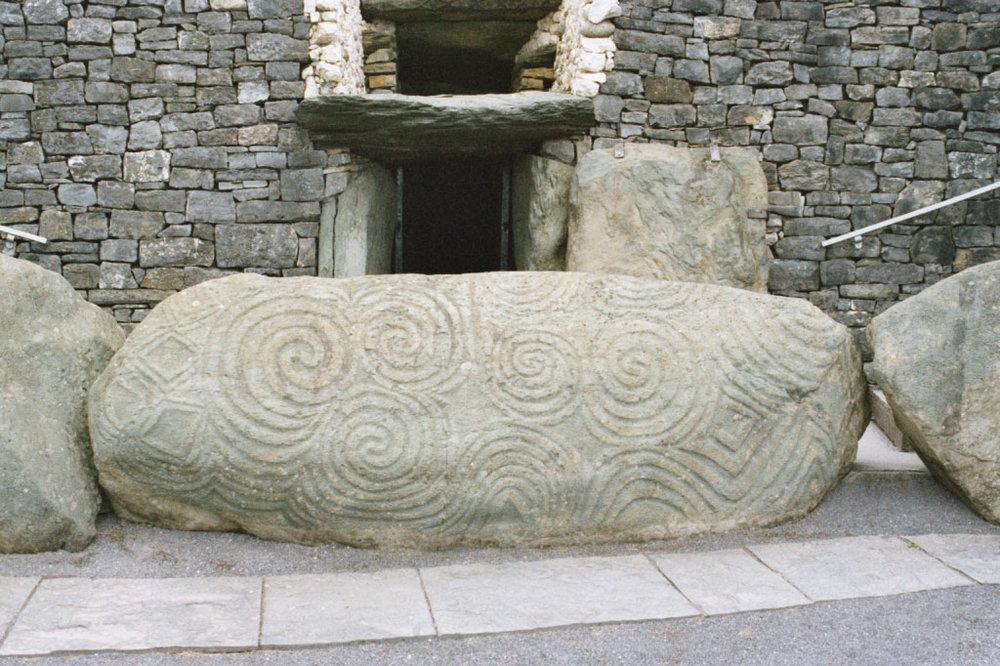 Newgrange,_Ireland.jpg