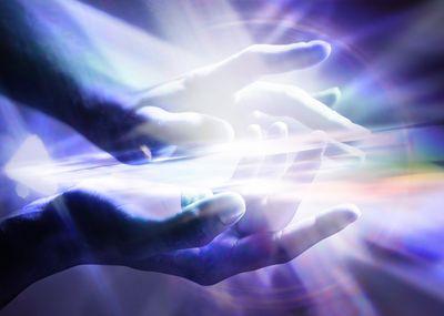 gi-reiki-rays-hands.jpg