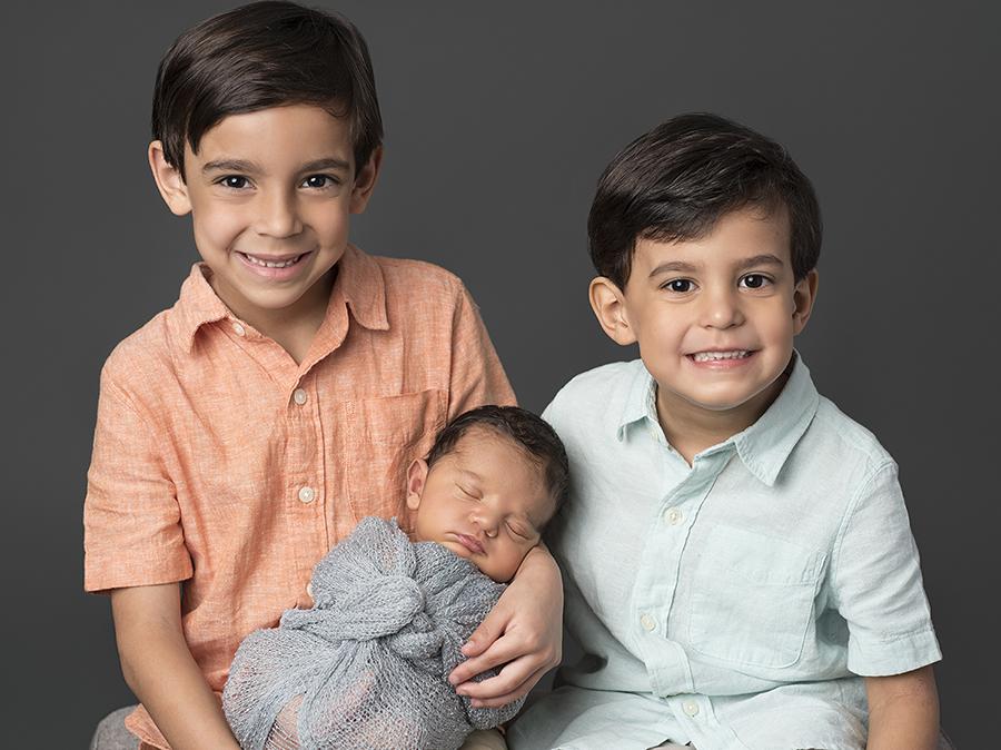 Houston-Rice-Village-Studio-Newborn-Family-Portraits-10.jpg