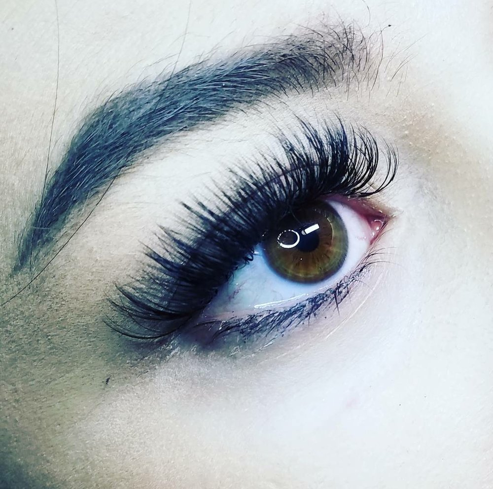 Super Luxe Full Set- $325 - The set for those who love mega-volume lashes! This is recommended for those who prefer more of a strip lash appearance, adding 6-10 lash extensions to each and every individual natural lash for a VERY full and dramatic look. (Service time; about 2.5 to 3 hrs.)75 min fill- Recommended at 2 weeks $115