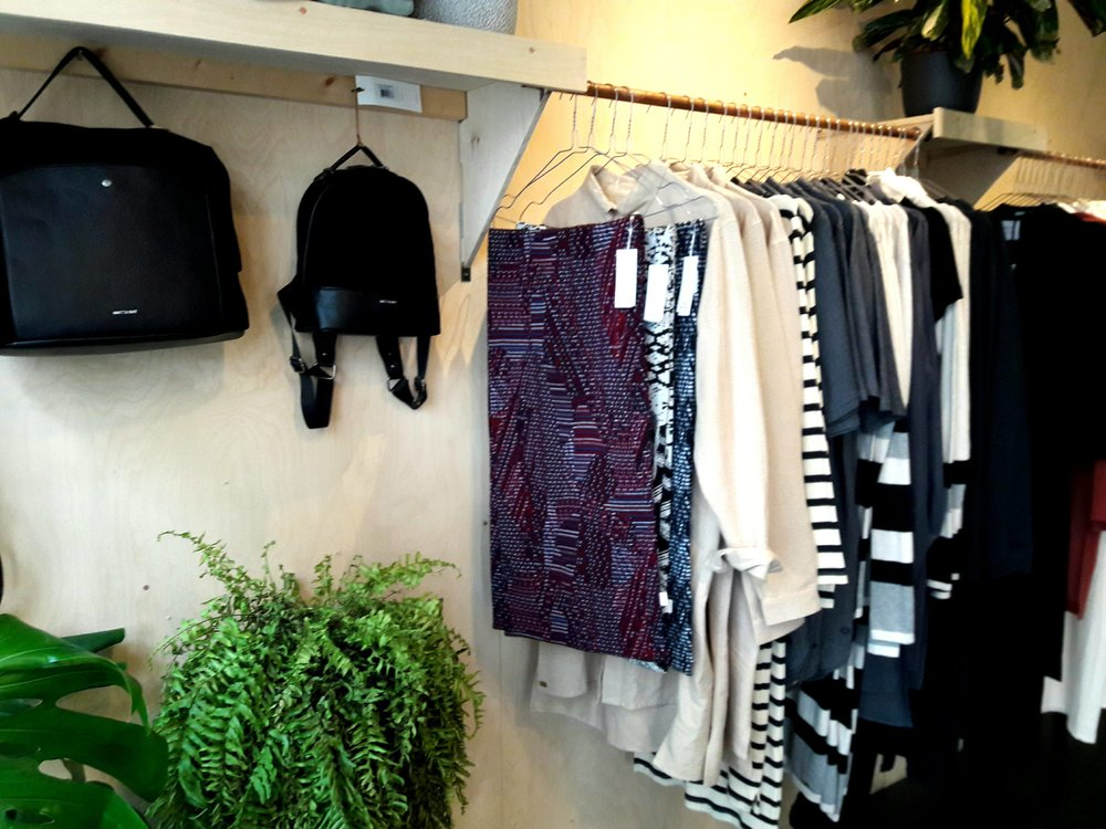 Visitrice - Visitrice is a Ghent based clothing store that sells sustainable, vegan and sweatshop free fashion.https://www.facebook.com/visitrice/Kortrijksepoortstraat 7, 9000 Gent, Belgium