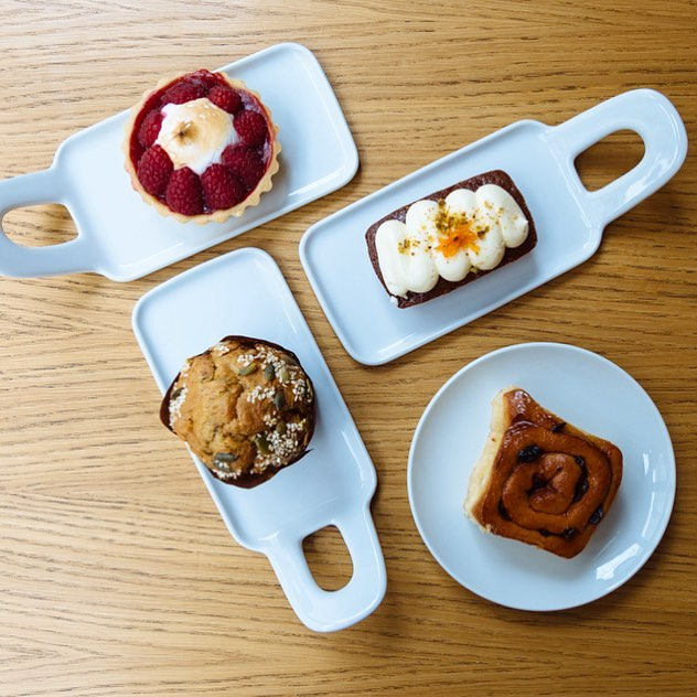 #caketime #toomanychoices #decisionsdecisions #choices #carrotcake #blueberrymuffin #chelseabuns #raspberrytart