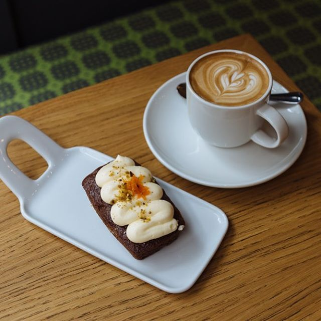 #Carrotcake and #coffee, the perfect #partnership for your #afternoonsnack. A Saturday shopping #pickmeup