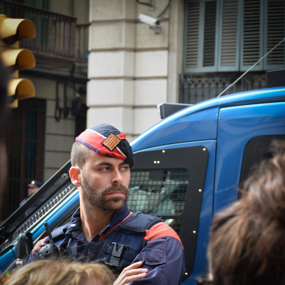 Via_Laietana_Demonstration_3Oct17-1-3.jpg