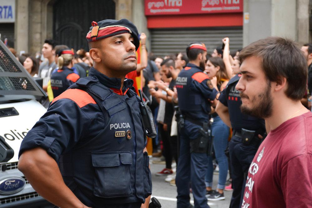 Via_Laietana_Demonstration_3Oct17-1-9.jpg