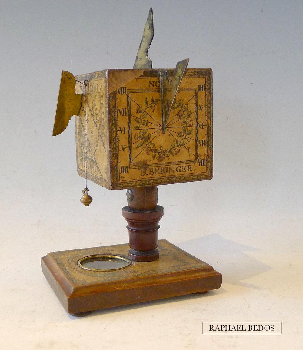 """3.cadran solaire polyédrique de forme cubique.Signé """"D.Beringer"""" , Nuremberg XVIII"""