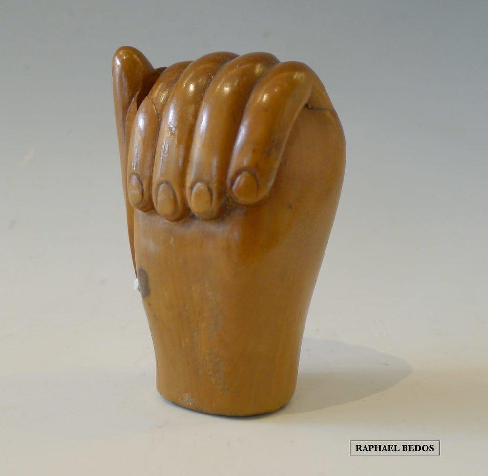 9.Tabatière en forme de main. Bois de Buis.19ème.H: 8 cm