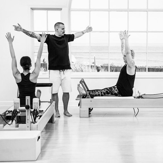 You've spent the week exploring breathing, rolling, playing on the floor with me in my first @pilatesanytimeus Mat Class ... and you're like ... now what!?!! How about a #ModernPilates Reformer class full of new interpretations of traditional exercises. Plus, if you watch all the way through, you'll get to see someone pretty much bite it in the most elegantly organized show of disorganization. Who will it be? @sixthstreetpilates or @giaelizabeth ??? Gotta watch to find out! Not a member is not a problem - use promo code: CRADER for a free 30 day membership. Use it to explore the thousands of classes and tutorials on all things Pilates and Movement. #moveu #pilates #reformerpilates #pilatesstudio #pilatesclasses #fitfam #justmove #pilatesrevolution #pilatesfit #movingisfun
