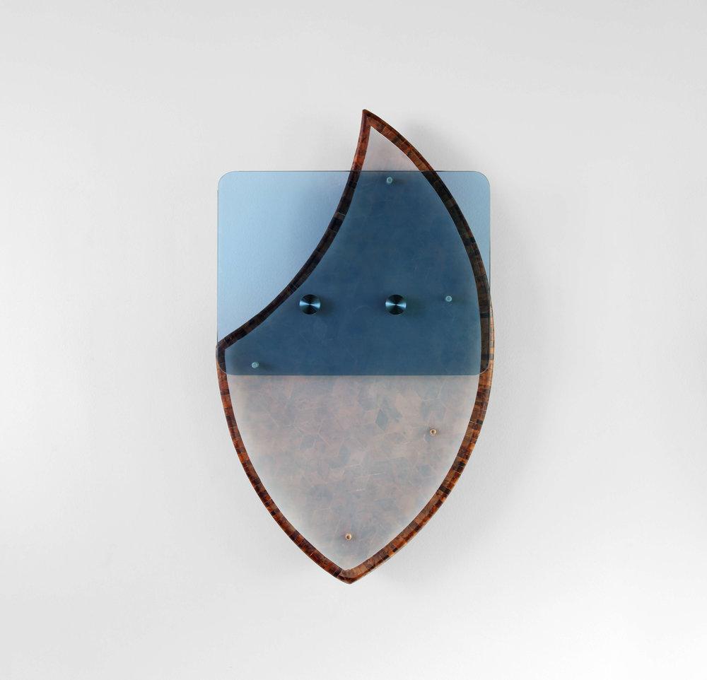 Charlie Boisson scobeltzine 2017 bois, verre, silicone 42 x 70 x 9 cm © courtesy of the artist & galerie l'inlassable