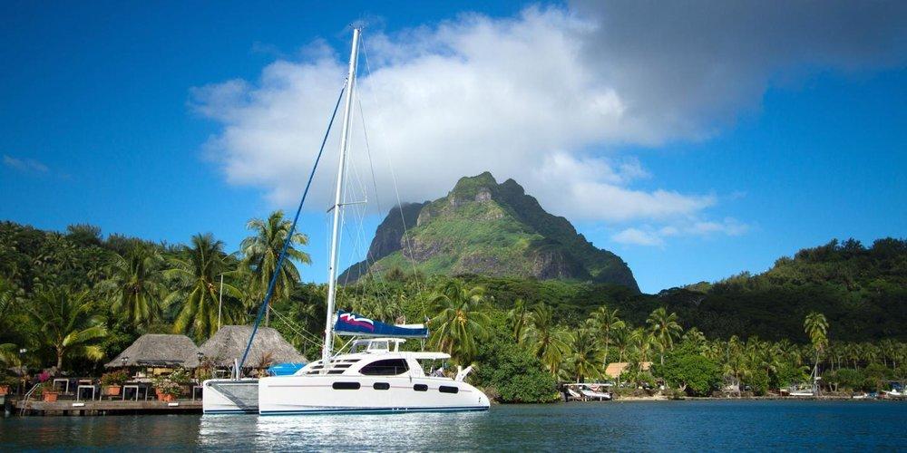 Tahiti catamaran pic.jpg