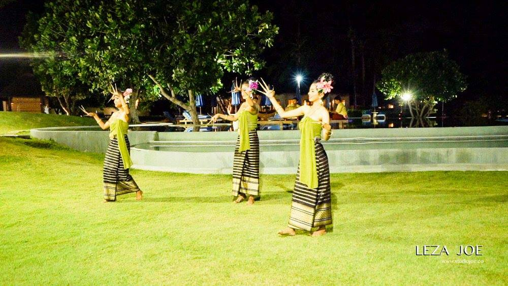 Thai Dancers.jpg