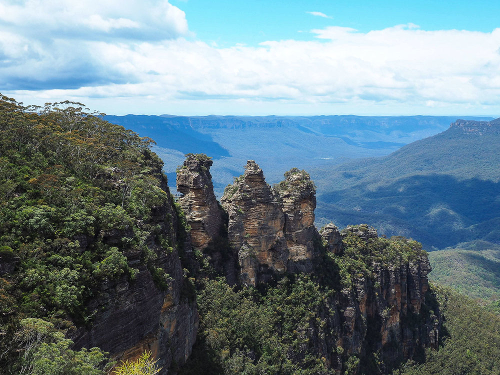Three Sisters Blue Mountains Close Up - How to see Sydney in 72 Hours Part 3 - The Kenney Way
