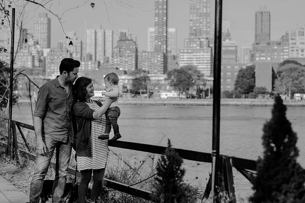 black and white family portrait at socrates sculpture park with manhattan skyline in the background. image by nyc family photographer krystil mcdowall