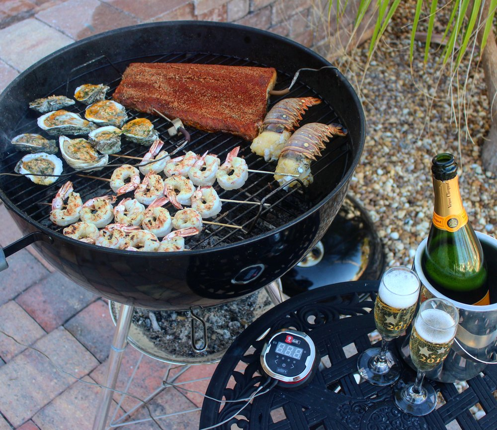 Grill full of delicious seafood.