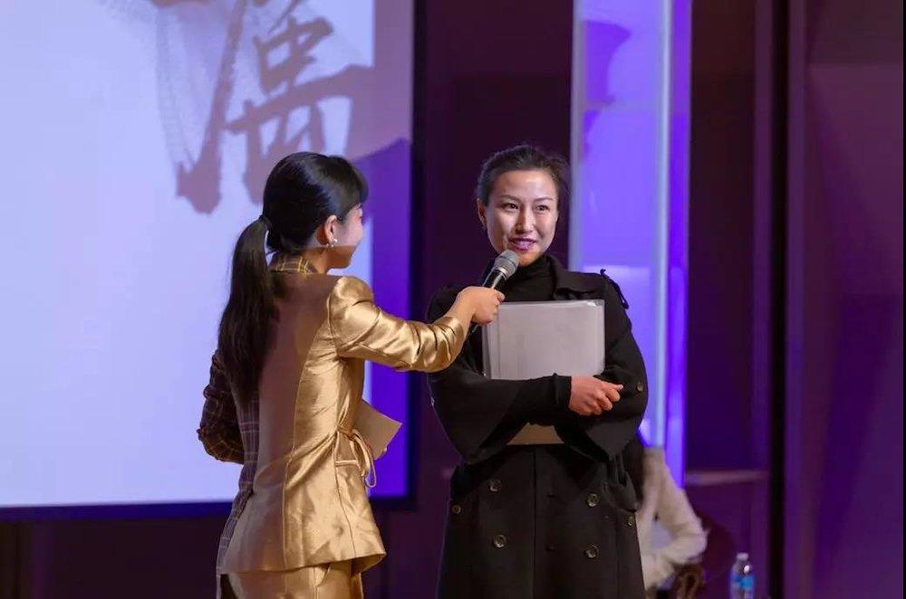 Boss直聘的CEO Danie Li笑意盈盈地回答问题
