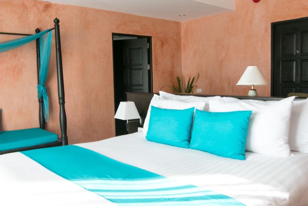 Mister Weekender Jaharn Giles Centara Blue Marine Resort Phuket Thailand Villas