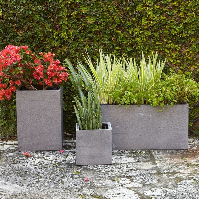 modern-outdoor-pots-and-planters.jpg