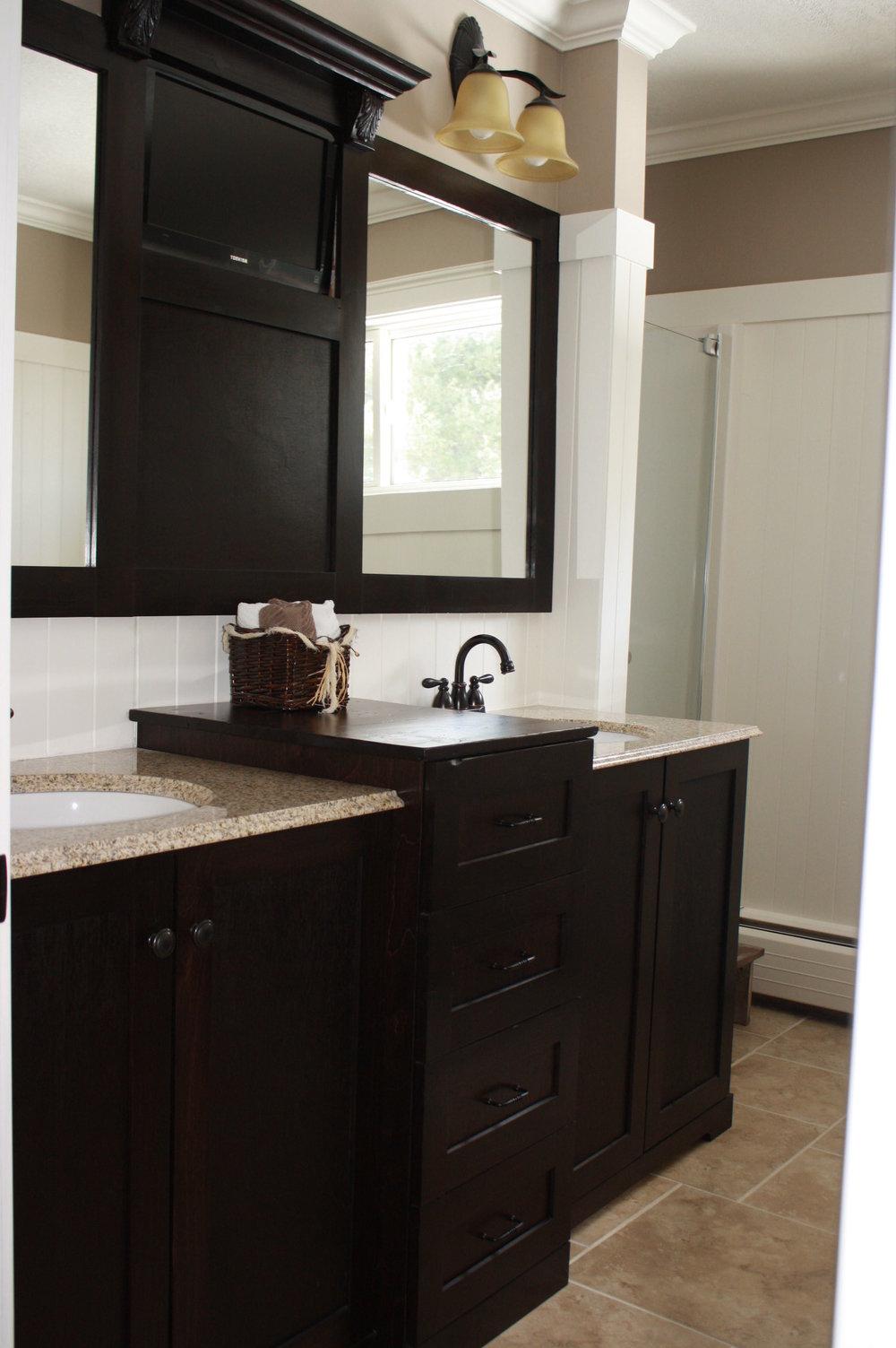 Bathroom Vanity 10682.JPG