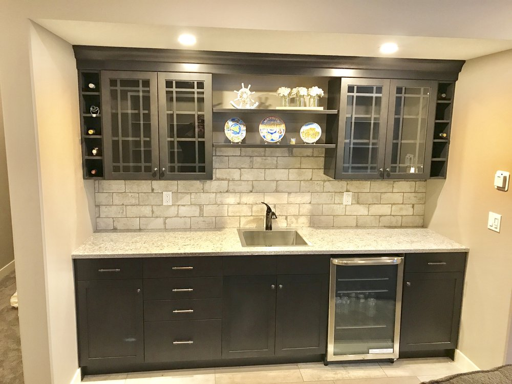 Wet bar in a new basement development