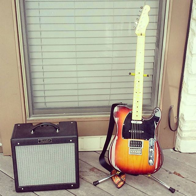 After the best Craigslist trade ever yesterday, these two came home! A Fender Modern Player Tele, and a Pro Jr. It was a perfect trade. #fender #telecaster #projr #guitars