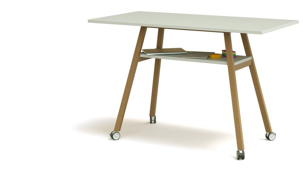 Der Studiotools Stehtisch mit Ablagefläche für Zubehör in Meetings und Workshops.