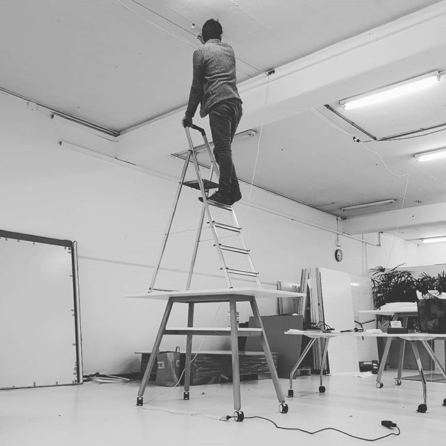 We test or products for even the weirdest challenges they might face in everyday use... Or I just had to fix a cable and the ladder  wasn't high enough. . . . . . . #designthinking #furnituredesign #officefurniture #whiteboard #workspace #design #idea #ideation #innovation #creative #woodworking #woodwork #3d #cad #animation # #aftereffects #c4d #octane #studiotools #lean #agile #ifdesignaward #photoshoot #photography #germandesignaward #maker #makersmovement #prototype