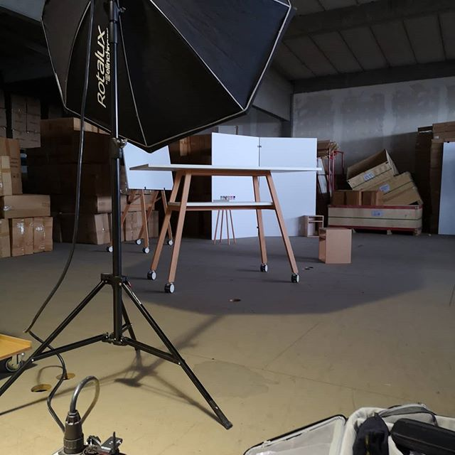 Photoshoot... . . . . . . #designthinking #furnituredesign #officefurniture #whiteboard #workspace #design #idea #ideation #innovation #creative #woodworking #woodwork #3d #cad #animation # #aftereffects #c4d #octane #studiotools #lean #agile #ifdesignaward #photoshoot #photography #germandesignaward #maker #makersmovement #prototype