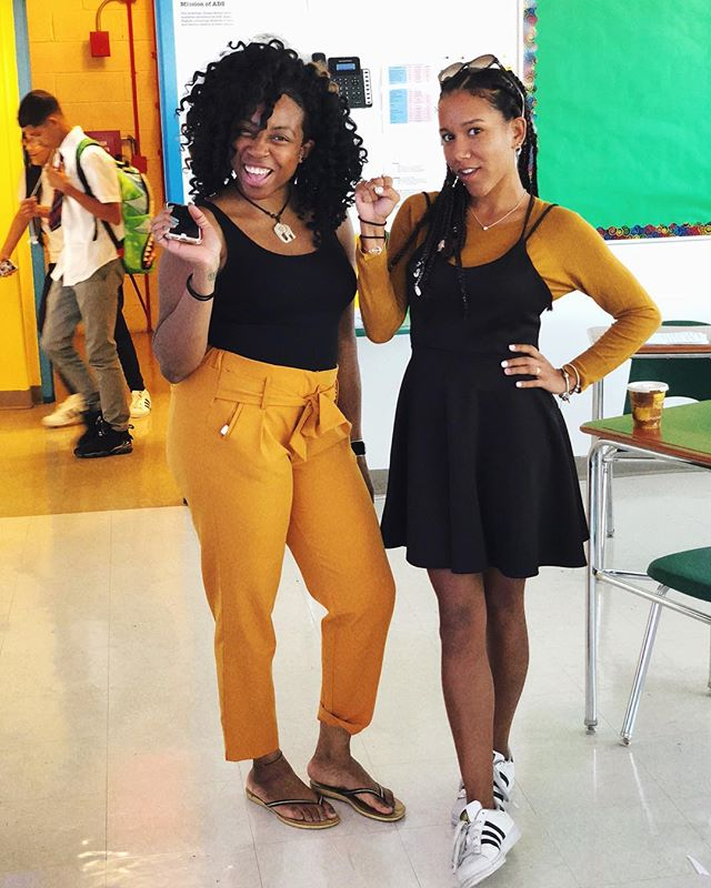 this wasn't planned 🌻✊🏾 #englishteacherstyle ✨ Official day 1: ✔️