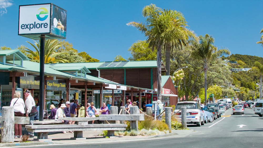 bay-of-islands-new-zealand-vibrant-tourism-scene-in-paihia-town-with-tourists-visiting-local-shops-and-restaurants-in-the-summertime_suw97niue_thumbnail-full01.png