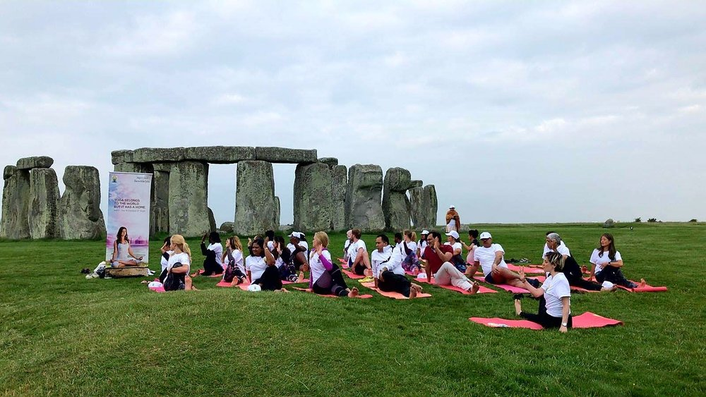 Yoga practice in Stonehenge - June 2018