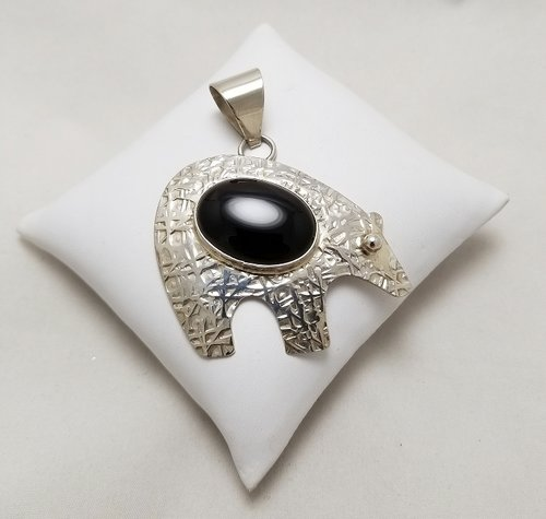 Sterling silver and onyx bear pendant by everett and mary teller sterling silver and onyx bear pendant by everett and mary teller navajosanto domingo aloadofball Images