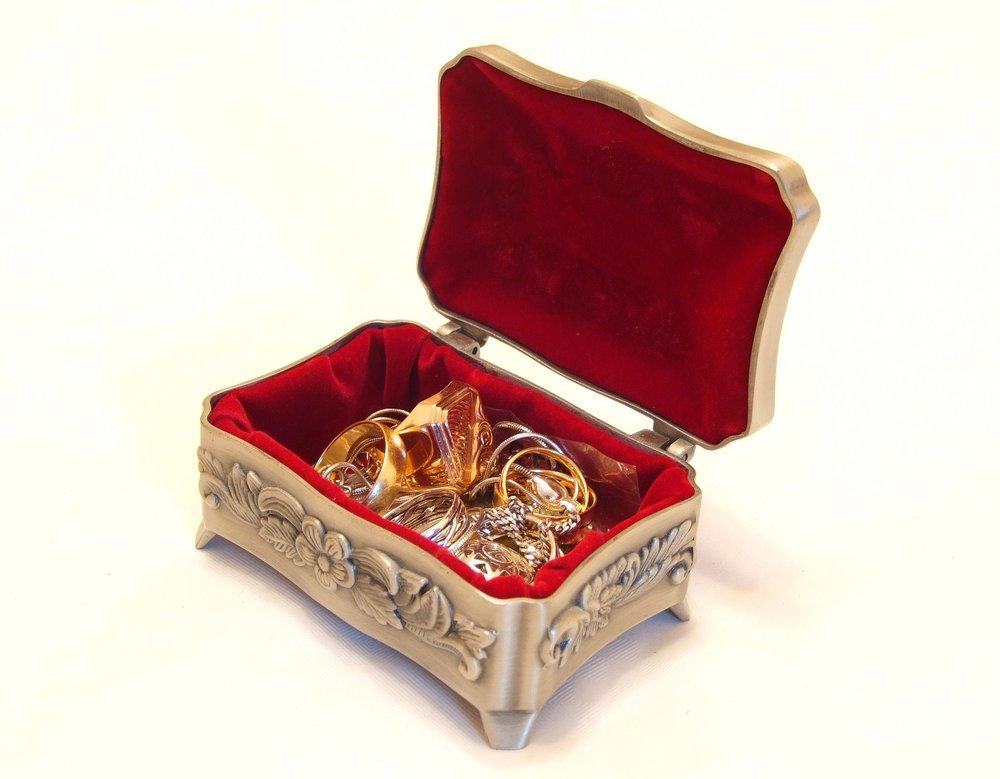 jewellery-2192121_1920.jpg