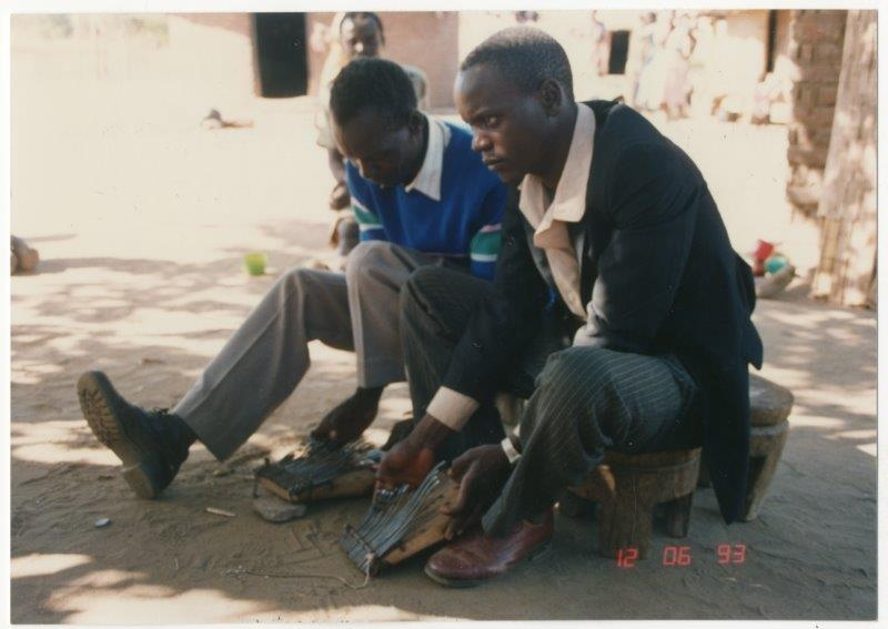 Josam Nyamkuvhengu (left) and his son Mishek Nyamkuvhengu (right) playing hera mbira built by Josam. Photo taken by Andrew Tracey on 6 December 1993. ILAM photograph reference number ILM00433 145.
