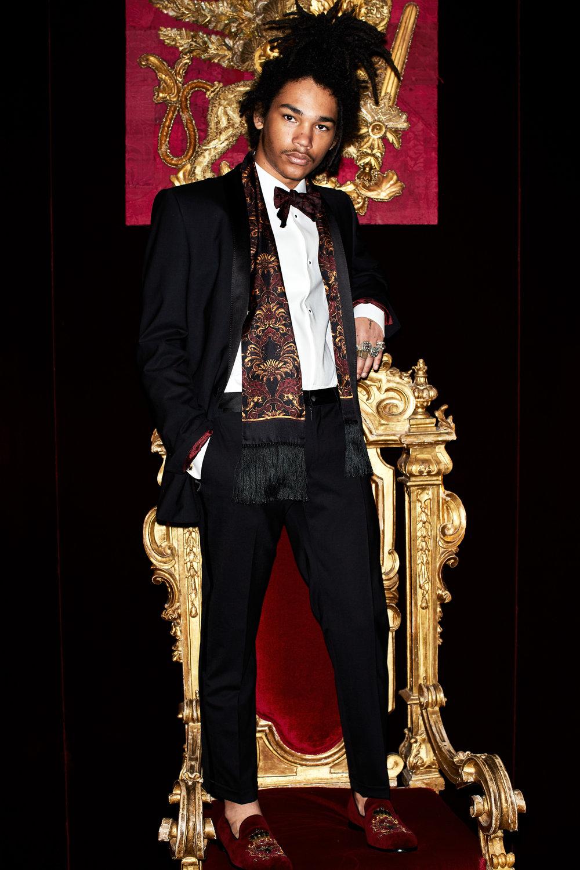Shot134-Dolce&Gabbana-ManLookBook-FW1718_0001.jpg