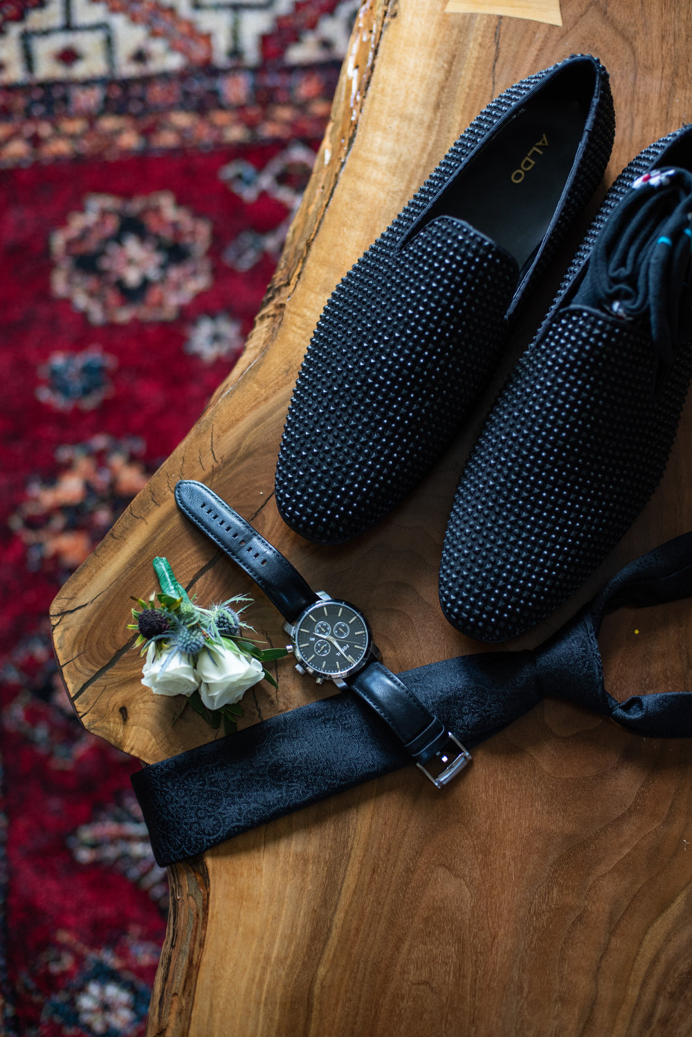 Lookout point country club wedding details with soundslikeyellowphotography