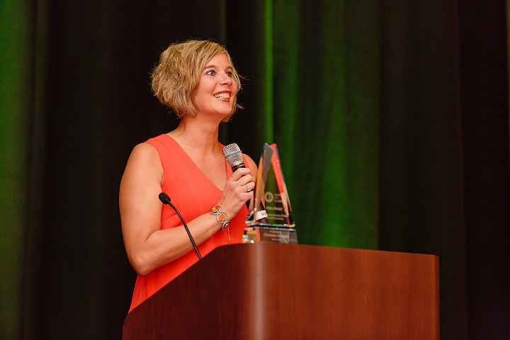 Chrissie Hodges accepting the 2017 International OCD Foundation 'Hero Award'  Photo courtesy of Roberto Farren Photography