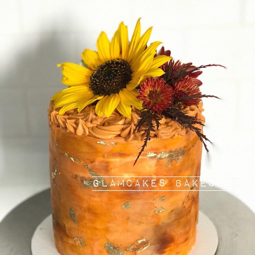 Fall Themed Mini Cake- Flavor: Vanilla cake + Vanilla Buttercream