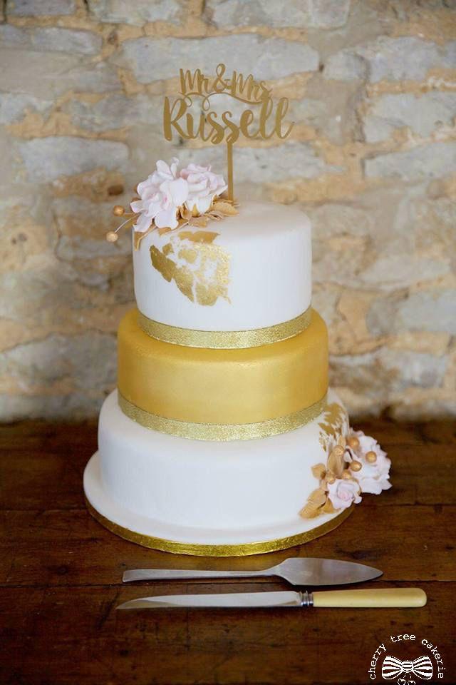 White-and-gold-leaf-wedding-cake