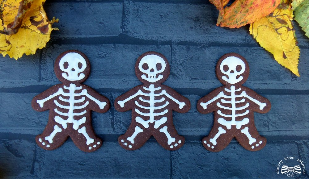 halloween-chocolate-skeleton-biscuits