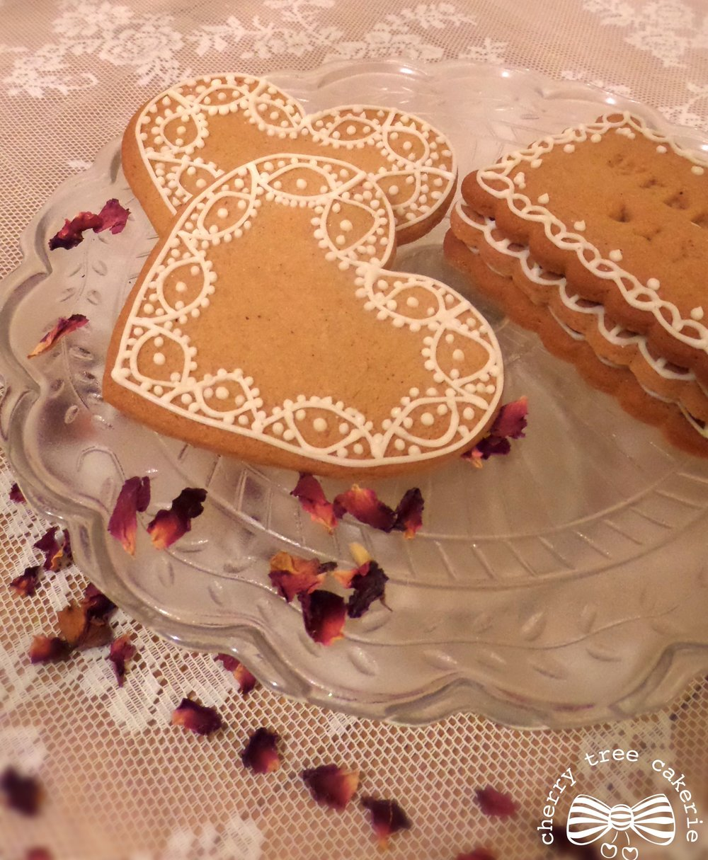 Embroderie-anglaise-biscuit-wedding-favours