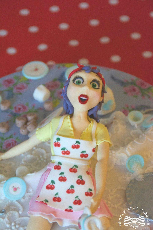 vintage-pin-up-girl-cake-topper