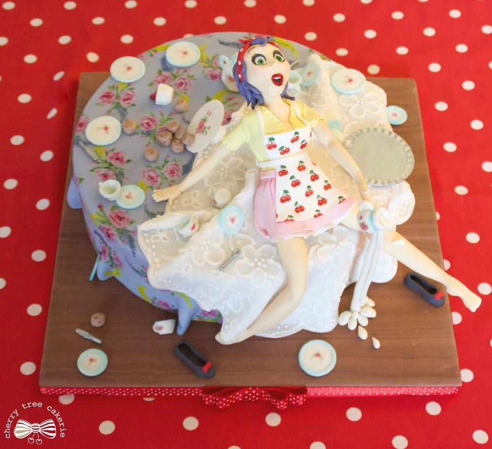 vintage-pin-up-girl-cake
