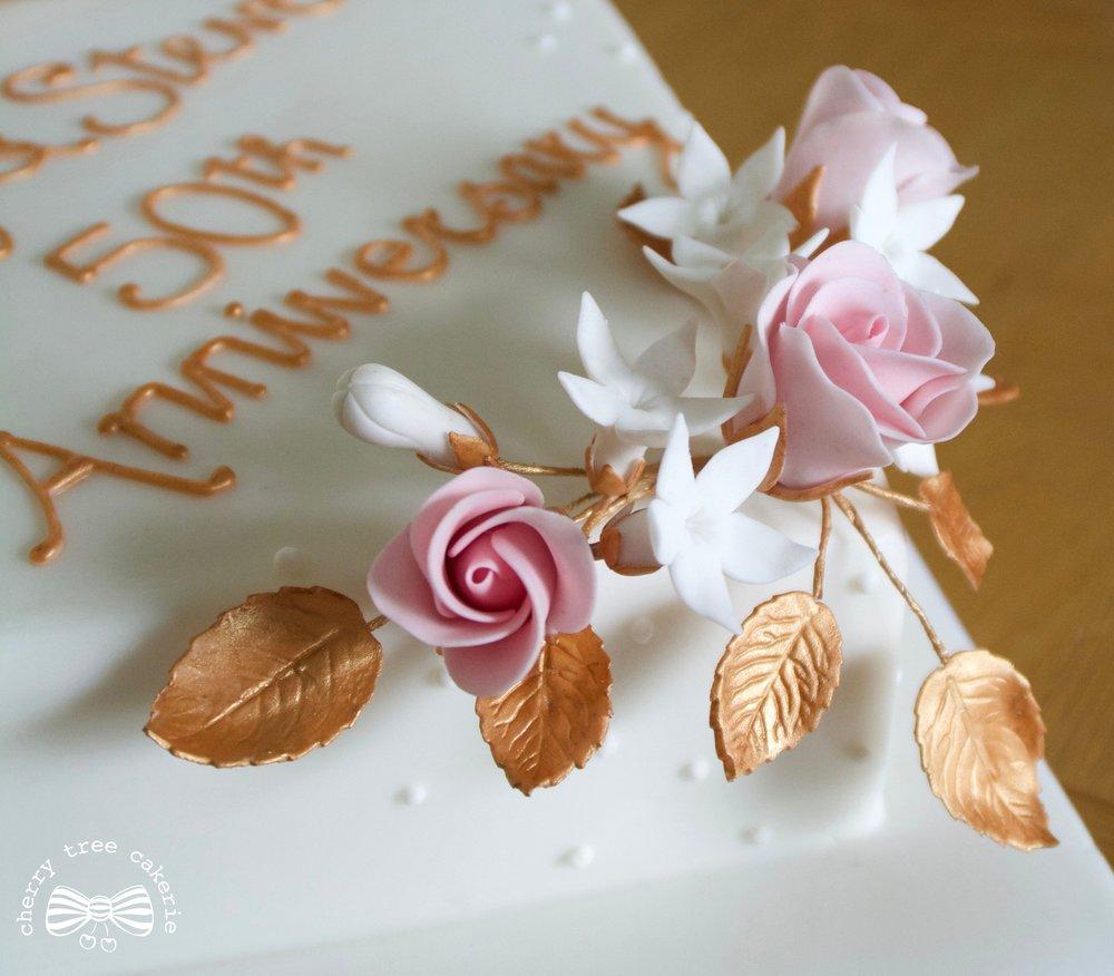 Handmade-sugar-roses-wedding-anniversary-cake